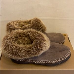 Isotoner fur slippers 9.5-10 brown